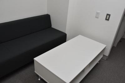 別途予約にて控室のご利用も可能です。 - ルーフラッグ賃貸住宅未来展示場 3階セミナールーム②の室内の写真