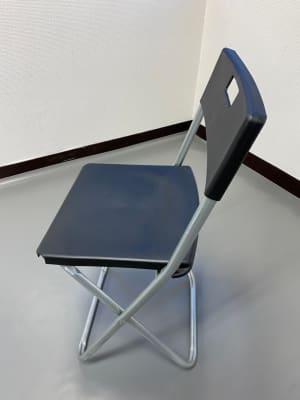 パイプ椅子は2脚ご用意しております。 - スタジオ白猫屋 調布店 調布ダンススタジオの設備の写真