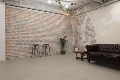 レンガが少しずつ崩れていくような壁、廃墟感を演出しています - 撮影スタジオ Studio62 写真、動画の撮影スタジオの室内の写真