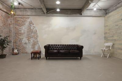 壁幅は約9mあるので集合写真も余裕を持って撮影できます - 撮影スタジオ Studio62 写真、動画の撮影スタジオの室内の写真