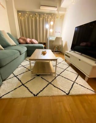 ナイトバージョン 雰囲気◎  大画面50インチTVです - トーノア🏠新大阪 テレワーク、商談、ビジネス、作業の室内の写真
