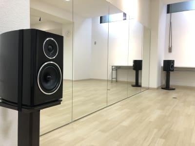 イギリスの老舗メーカーのワーフェデール製 輪郭のハッキリとした厚みと芯のある音です。 - レジデンス浜松1階 レンタルスタジオ ダンスユーの室内の写真