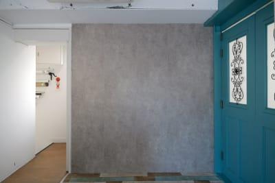 ポートレート等で使用できる壁面もございます。 - 株式会社ファイブシーズン Oto.STUDIOの室内の写真
