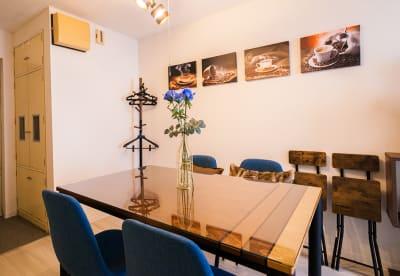 バチカン会議室の室内の写真
