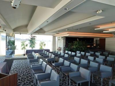 6階 最上階3面ガラス張りの会場 セミナー使用でのレイアウトも可能 - VICEO(ビセオ) 多目的スペースVICEOの室内の写真