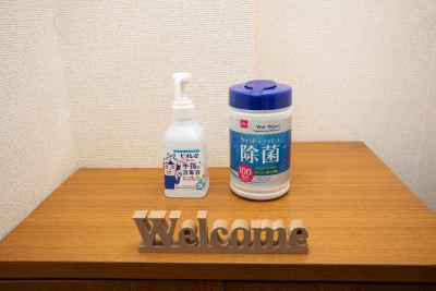 ウイルス対策のアルコールは玄関に置いているのでぜひお使い下さい。 - ポップルームなんば ボードゲーム充実のくつろぎ空間の室内の写真