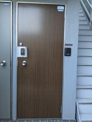 スマートロックがついているため、事前に登録が必要になります。 - Spa Bloomgarden レンタルサロンの入口の写真