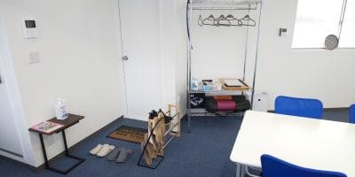 入口付近 - レンタルスペースひだまり 会議/教室/サロン/撮影/ヨガの室内の写真