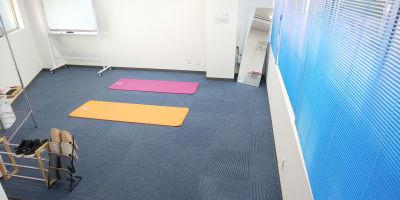 ヨガマット置いた様子2 - レンタルスペースひだまり 会議/教室/サロン/撮影/ヨガの室内の写真