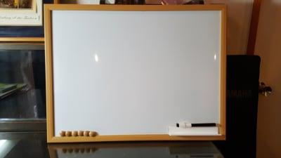 小型ホワイトボード - グランドピアノサロン 風の音 2台ピアノ利用(3名様以上)の設備の写真