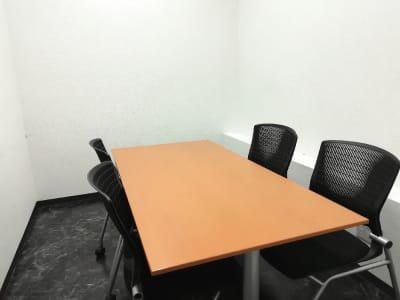TAKASAKI BASE 第4会議室4席(1~4名様)の室内の写真
