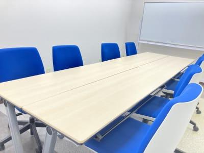 TAKASAKI BASE 第2会議室10席(1~10名様)の室内の写真
