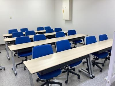 TAKASAKI BASE 第1会議室16席(1~16名様)の室内の写真