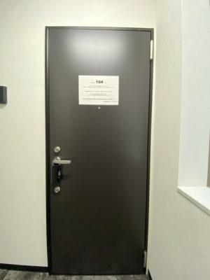 テレワークブース 池袋 104の入口の写真