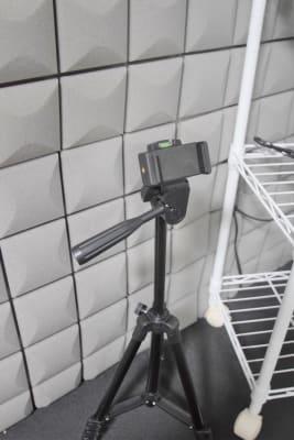 録画用スタンド - スタジオ「Ten(テン)」 レンタルスタジオの設備の写真