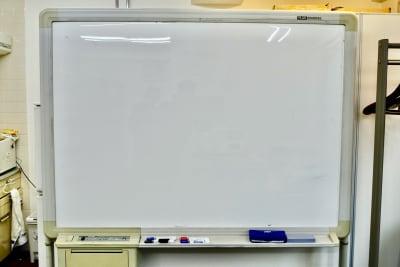 ホワイトボード - スペースコネクト中目黒 MEETS貸会議室の設備の写真