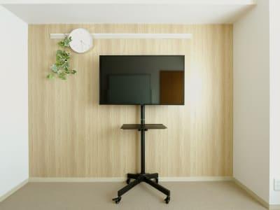 ・43型モニター HDMI:2系統 LAN端子×1(データ放送用RJ45) TV視聴、YouTube搭載ではありません。 - Ready Room センター北、貸し会議室の設備の写真