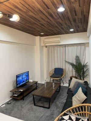 テレビでネットも見れます - レンタルスペース【ルームルーム】 レンタルスペースルームルームの室内の写真