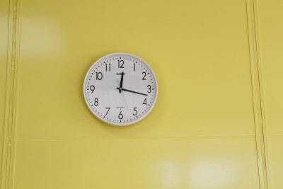 電波時計 - みんなの貸会議室 那覇小禄駅前店 小禄201会議室[定員6+α]の設備の写真
