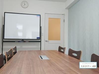 ホワイトボード完備 - スカイメナー横浜 スカイメナー408の室内の写真