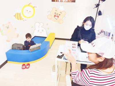 お子様連れの方に大人気 - ForyouNail キッズスペース付き個室の室内の写真
