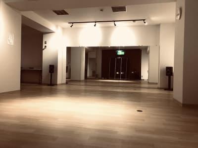 写真は照明を暗くした様子 - レジデンス浜松1階 レンタルスタジオ ダンスユーの室内の写真