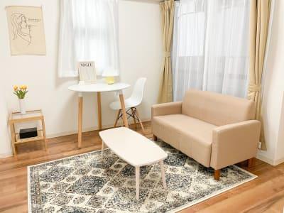 おうちカフェ、大人女子会、誕生日会、撮影スタジオにも ピッタリのお部屋です✨ - Roomie北堀江 韓国風スペース・ハウススタジオの室内の写真