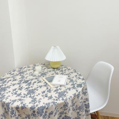 韓国のお部屋で必ず見る丸テーブルに、テーブルクロスをつければ、雰囲気が変わります♡ - Roomie北堀江 韓国風スペース・ハウススタジオの室内の写真