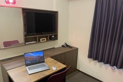 ホテルウィングセレクト池袋 テレワーク用客室の室内の写真