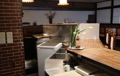 カウンターキッチン内 - レストラン「アンダンテ」 昭和レトロ【駅徒歩3分】大人の空間の室内の写真