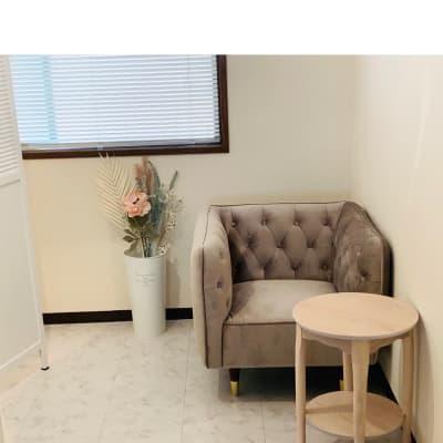 カウンセリングルーム - プライベートサロン ルシェルロゼ サロンルームの室内の写真
