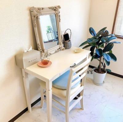 ドレッサー  - プライベートサロン ルシェルロゼ サロンルームの室内の写真