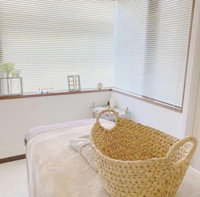 施術ルーム - プライベートサロン ルシェルロゼ サロンルームの室内の写真