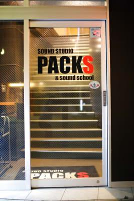 入り口は2階です。 - スタジオパックス 船橋店 【店舗初予約限定】K1スタジオの外観の写真