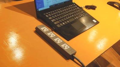 延長コードは常設しています。 - スタジオパックス 北千住店 【初予約限定】テレワーク用防音室の設備の写真