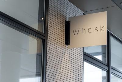 どこまでもWhiteな空間 Whiteは自由であり変化の象徴 多様に変化できる空間から、新しい文化が発信される。 - カイタックスクエアガーデン 「Whask」半面利用の室内の写真