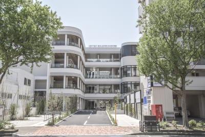 福岡天神エリア最大規模となる複合施設「CAITAC SQUARE GARDEN(カイタック スクエア ガーデン)」は約8000m²に及ぶ敷地内には、観光客はもちろんのこと、地域居住者に質の高いライフスタイルを提供できる商業施設です。 - カイタックスクエアガーデン イベントスペース「Whask」の外観の写真