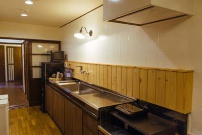 「五条みやび」昭和10年の京町家 多目的スペースの室内の写真