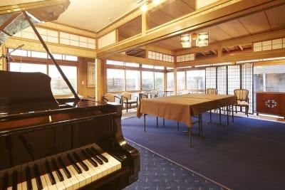 グランドピアノは18:00まで演奏が可能です。 - 神楽坂レンタルスペース香音里 和洋の多目的スペース(1階)の室内の写真