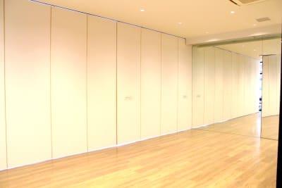 スタジオ2 ※フルスペース(70.8㎡)を可動式扉で区切ってご利用可能 - Flatto日本橋 スタジオフルスペースの室内の写真