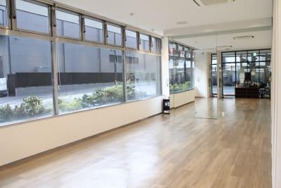 スタジオ1 ※フルスペース(70.8㎡)を可動式扉で区切ってご利用可能 - Flatto日本橋 スタジオフルスペースの室内の写真