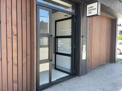 搬入口:H 2,2m × W 1,44m  両開き扉 搬入口1つのみ。 - soko station 146 イベント・撮影スペースの室内の写真