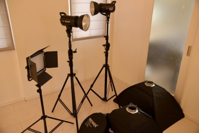 照明機材は全て無料でご利用いただけます。随時追加予定です。 - i,i,i, ハウススタジオの設備の写真