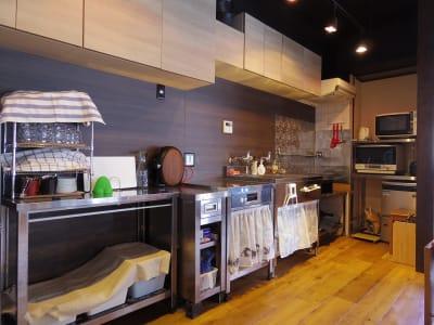 かがやキッチン 多目的スペースの室内の写真
