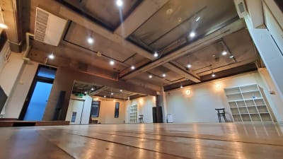 ウッド調のフローリングで木目の温もりを感じられる空間 - カリマ高崎 ダンス、ヨガ、イベントスペースにの室内の写真