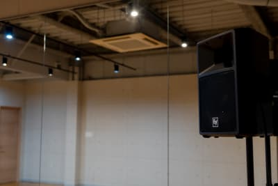 本格的なスピーカー設置◎ - X-LAB(エックスラボ) レンタルスタジオの設備の写真