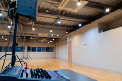スマホから音楽再生可能◎ イヤホンジャック◎ Bluetooth対応◎  CDにも対応しています。 - X-LAB(エックスラボ) レンタルスタジオの設備の写真