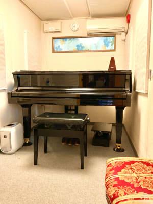 フィアルサロン(南青山) 防音【グランドピアノ】無線(即決の室内の写真