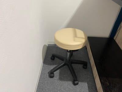 室内備品(無料) 可動スツール1台 - 本厚木サロン ぽっぽスタイル Room Aの設備の写真