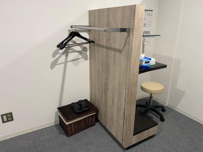 【御客様利用のハンガーラック】 木製ハンガーラック2本 - ぽっぽスタイル Room Bの室内の写真